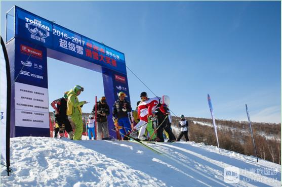 """用比赛的方式""""告别雪季""""——2016-2017探路者超级雪滑雪..."""