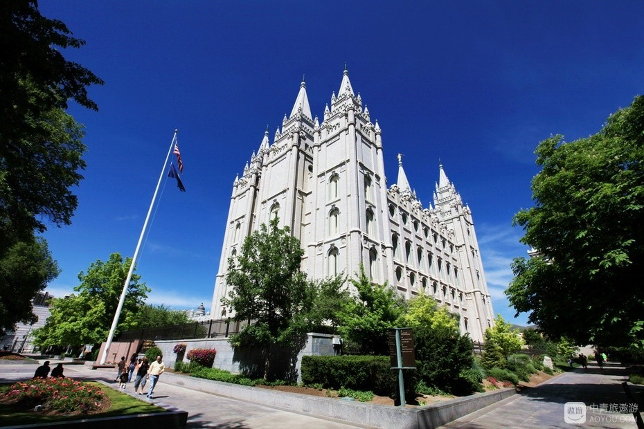 9、全球约1500万摩门教徒,其中600万在美国,摩门教总部在盐湖城的圣殿教堂。.jpg.jpg