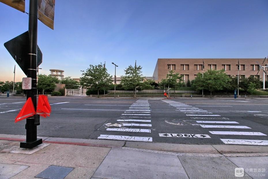 """10、街边""""过马路指挥旗""""。.jpg"""