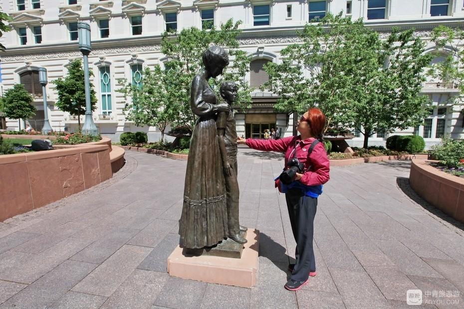 20、盐湖城是美国铜都,有世界数一数二的大铜矿,铜雕随处可见。.jpg.jpg
