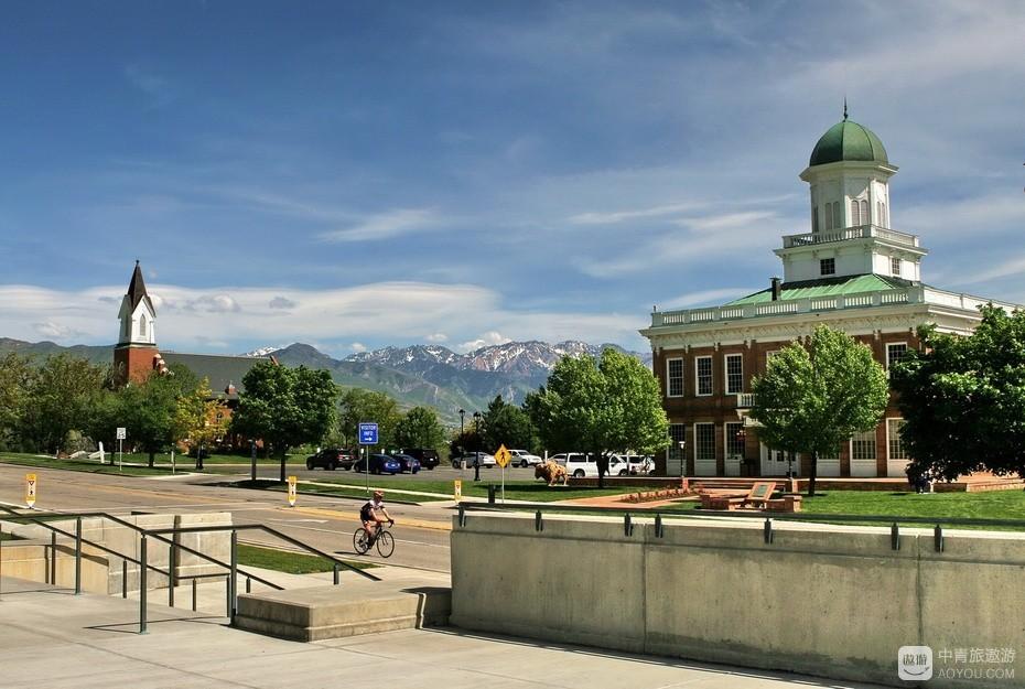 1、盐湖城西山晴雪——左为哥特式建筑,右为拜占庭式建筑。.jpg