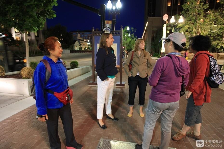 8、中间两位盐湖城女士到过中国南京、苏州。.jpg