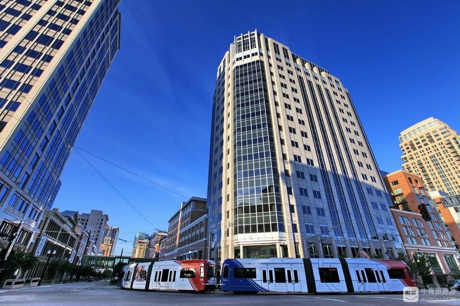 17、环绕市中心的公交电车免费乘坐。.jpg