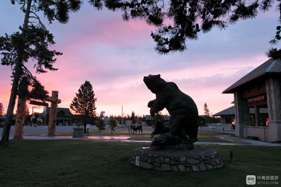 17、黄石镇中心广场的大熊雕塑。.jpg