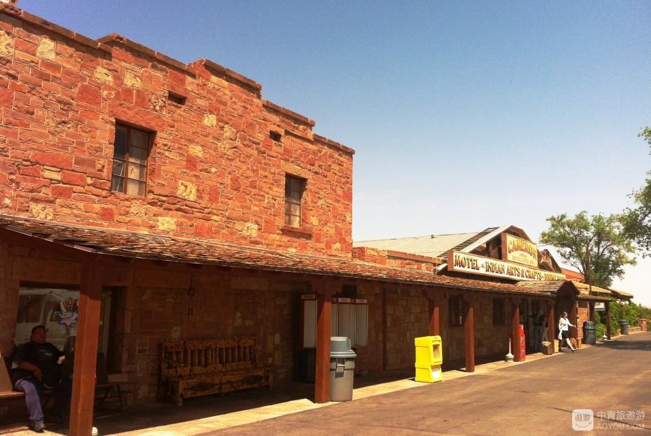 简陋的卡梅隆贸易站已经走过近百年春秋.JPG