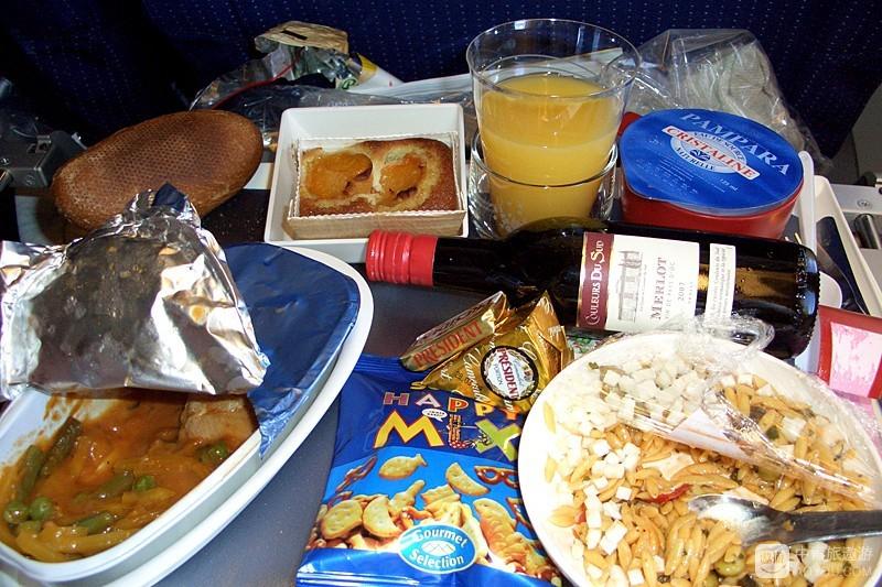 飞机餐,我只爱那瓶红酒