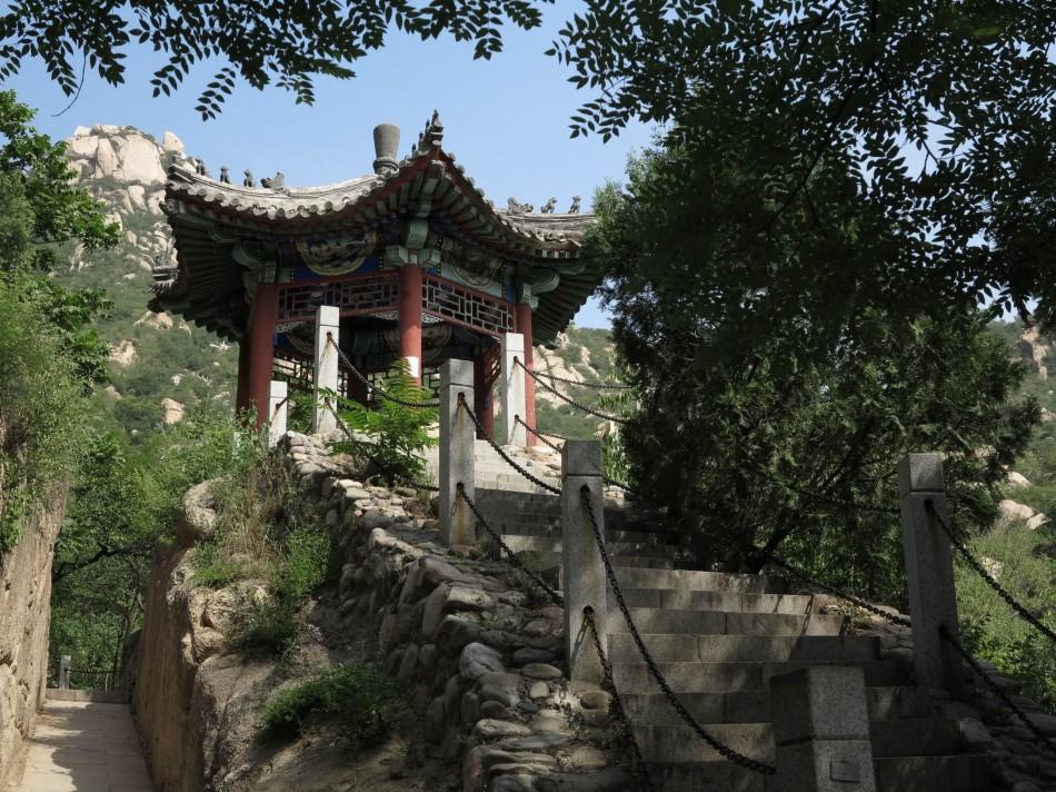 北京凤凰岭:层峦叠嶂,密林曲径,观山赏景漫步走
