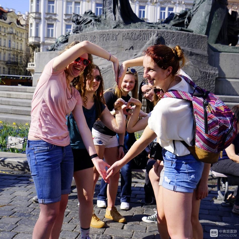 热闹的布拉格旧城广场