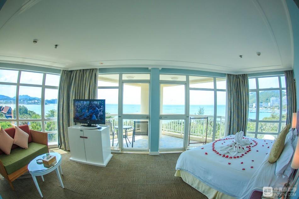 别的酒店建筑还没这造型,最多也就180度海景,这里却是正真的270度海景。