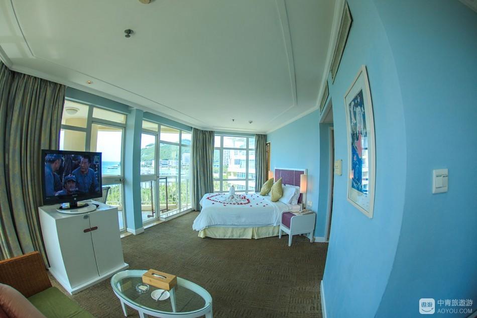 房间预订的是全海景房,刚开始对全海景概念不解,进房一看,如此震撼!原来酒店的全海景房既是270度海景, ...