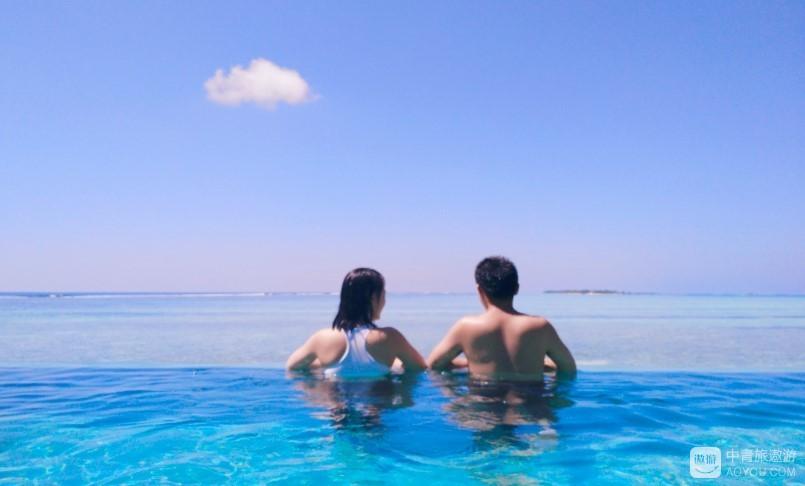 游泳池看海