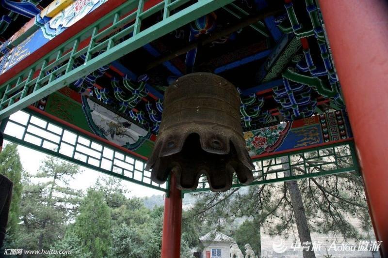 宝塔山的铁钟.jpg