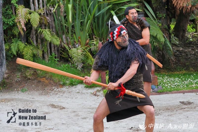 03毛利人正在表演战舞.jpg