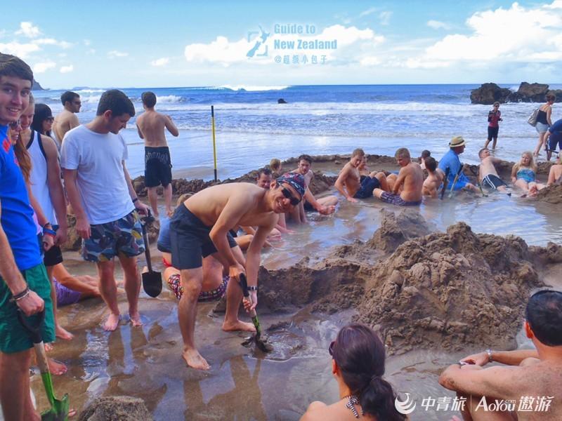 13在温泉海滩上挖坑.jpg