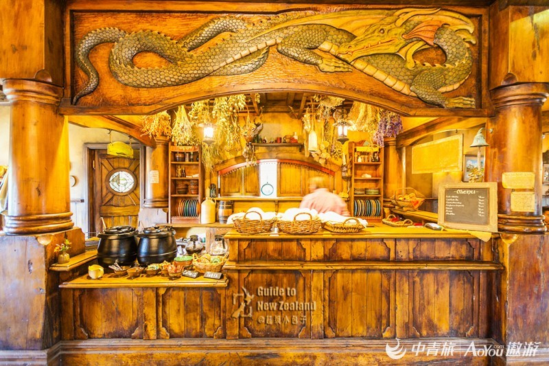16绿龙酒馆的吧台.jpg