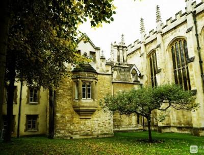 英国游记之三:传奇寡妇建造的学院