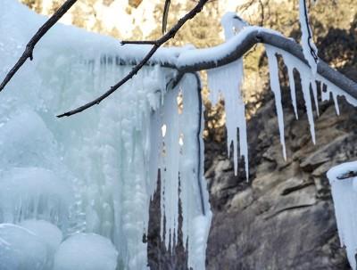 春节游玩好去处 冰雪世界的清凉谷