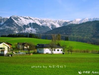 奥地利阿尔卑斯山下的雪山湖泊