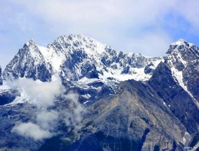 雪山帐下 | 玉龙雪山下的帐篷民宿, 她在丽江把日子过成了诗