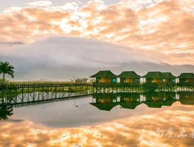 茵莱湖一夜醒来,坐拥一面天空之镜