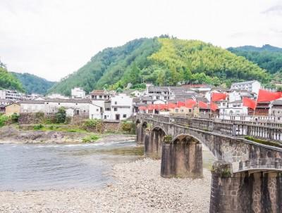 浙江隐藏了一个凤凰古镇,比湖南湘西人少,还是红色小镇