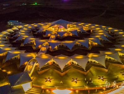 无人机飞越沙漠,发现又一座神奇建筑