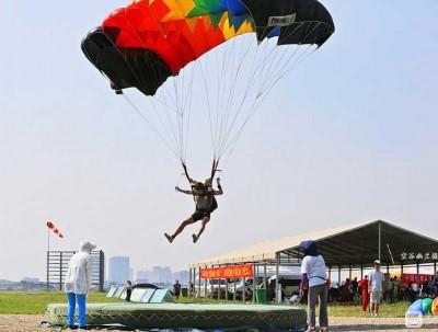 #2017年全国跳伞冠军赛在河南安阳举行#