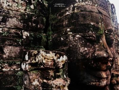 吴哥窟里有个用石头砌成的微笑栩栩如生,一笑延续千年