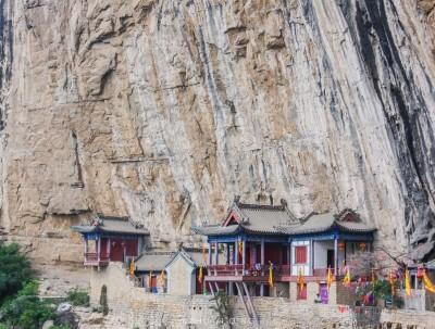 虽然名为玉莲洞,却是一座建在悬崖峭壁上的寺庙