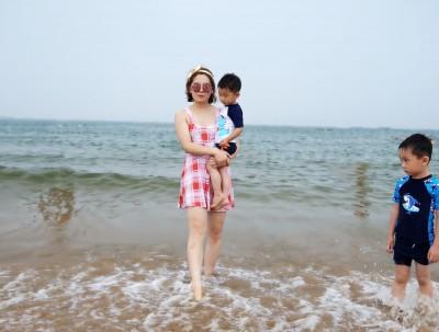 台风退去带孩子到青岛下海捡贝壳,住民宿便宜到无法...