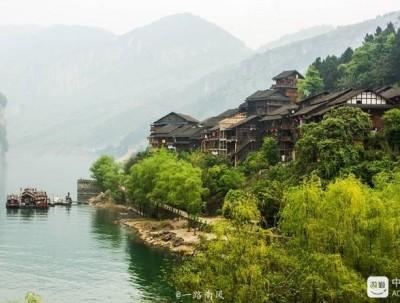 重庆乌江畔有个比凤凰更美的龚滩古镇