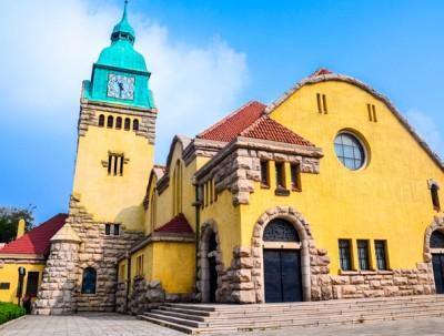 青岛基督教堂,这里的钟表历经100余年仍能准确报时