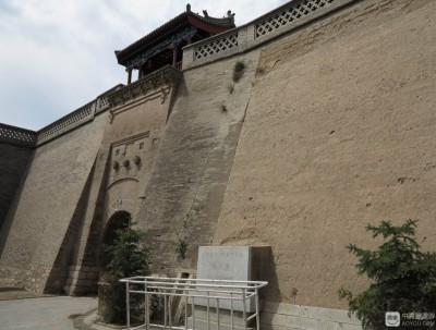 暖泉古镇:百年城堡在,蹊跷怪事多