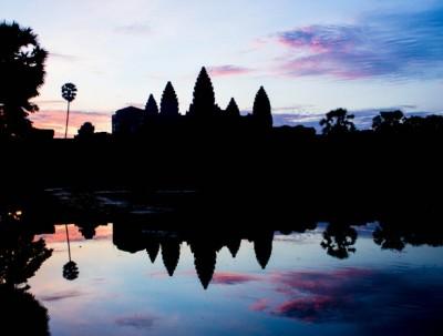 反」「正柬埔寨
