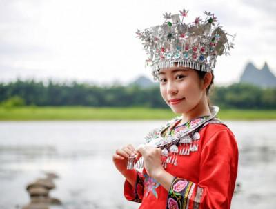 漫游在桂林山水画卷里的千古情韵中