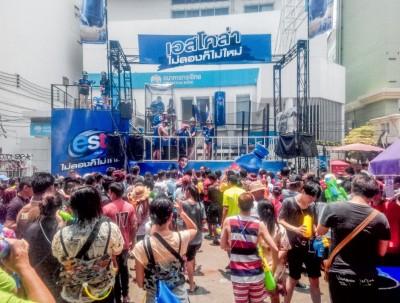 要湿身趁现在,一起迎接泰国泼水狂欢节!